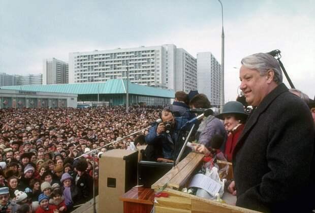 Идиотов в стране сейчас меньше, чем при Ельцине и Горбачёве – российский политолог