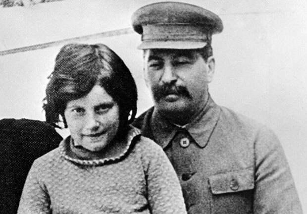Как Сталин наказал любовника своей шестнадцатилетней дочери