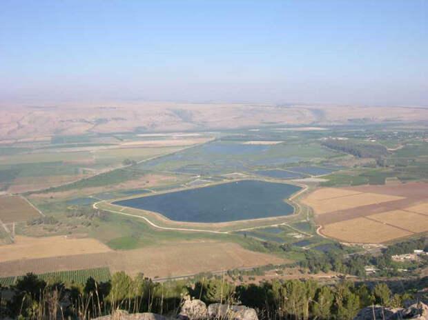 Рис. 4. Живописный пейзаж долины Хула