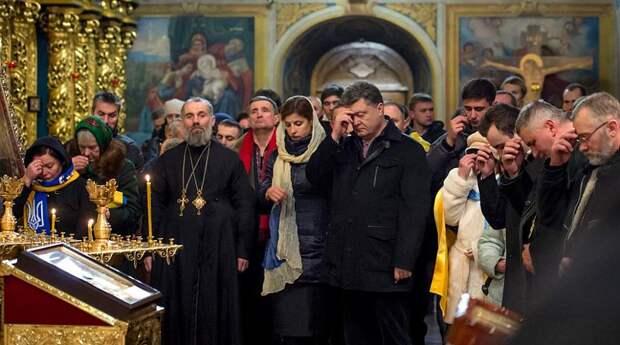 Порошенко призвал украинцев помолиться за участников «АТО», защищающих Украину от «антихриста»