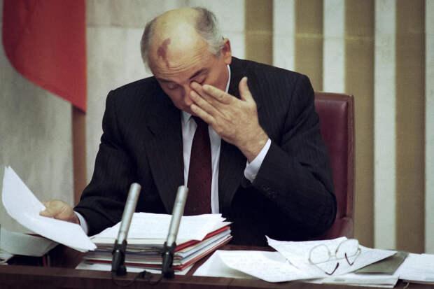 Знай наших ! Макрон получил пощёчину, а Горбачёв - кулаком в лицо