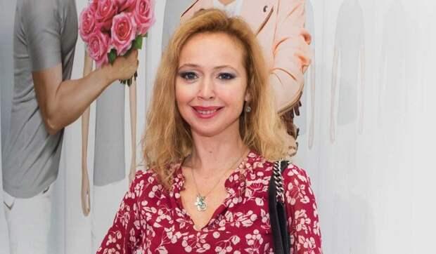 «Очень тяжело»: оказавшаяся с ребенком и без работы Захарова начала на всем экономить