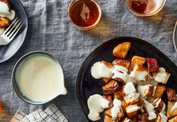 Сырный соус из двух ингредиентов: его хотят класть ко всему