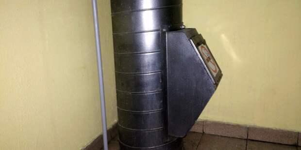 Коммунальщики починили клапан мусоропровода в доме на Бестужевых