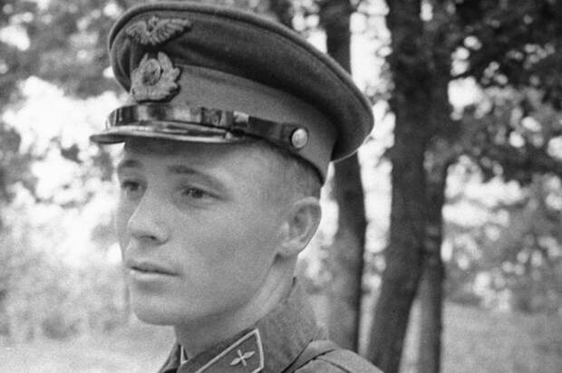 Протаранил немецкий самолет и благополучно спустился на парашюте: Виктор Талалихин — Герой Советского Союза