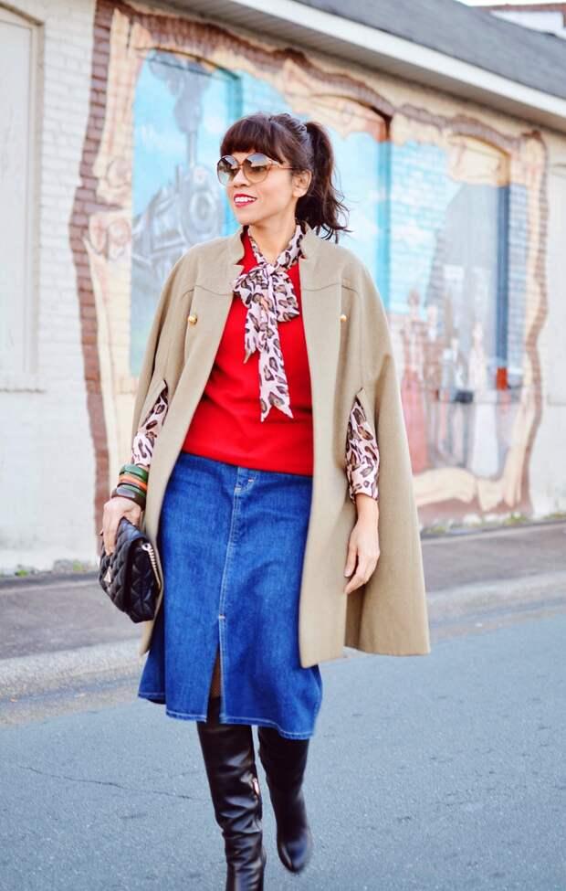 Женщина в бежевом кейпе. /Фото: stylenews.ru