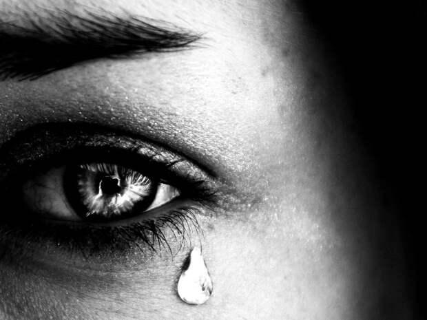 Мясников предупредил об особых слезах, которые могут быть симптомом рака