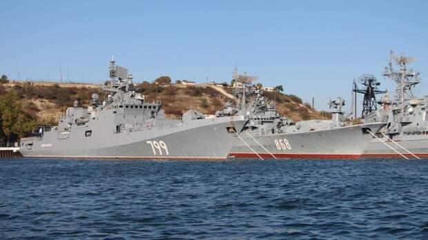 Дандыкин назвал действия КНР и России в Тихом океане объектом пристального внимания США