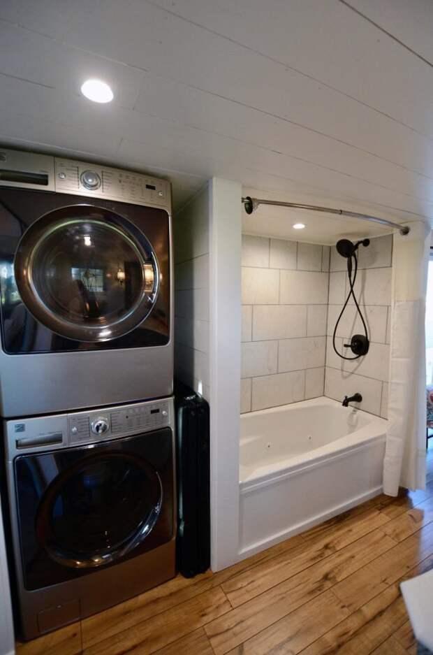 В распоряжении хозяев две спальни, кухня, гостиная, ванная комната дом, жилье, идея, строитель, трейлер, фото