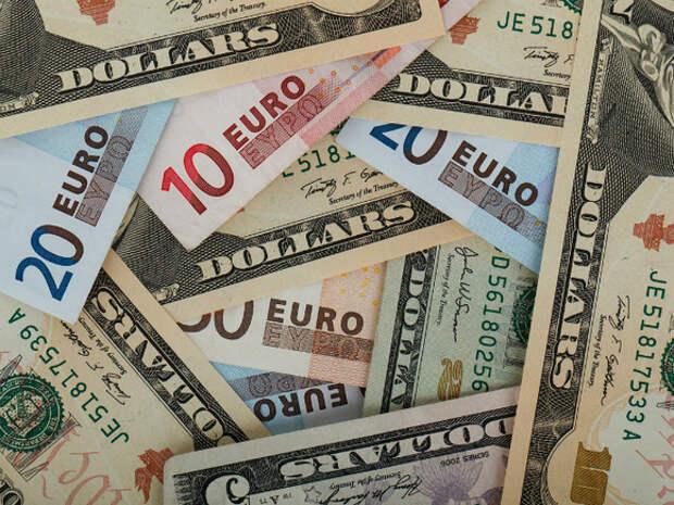 Официальный курс доллара понижен, евро заметно прибавил