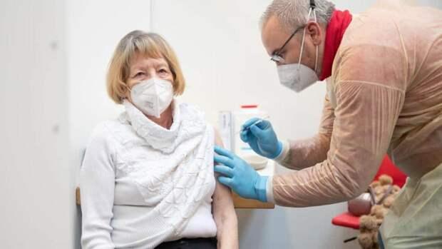 Прививку от коронавируса нужно обновлять: что следует знать о третьей вакцинации