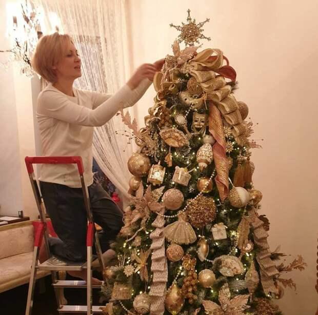 6 часов потребовалось на украшение елки в доме актрисы Ирины Гриневой @instagram.com/elena_ksenofontova_official/