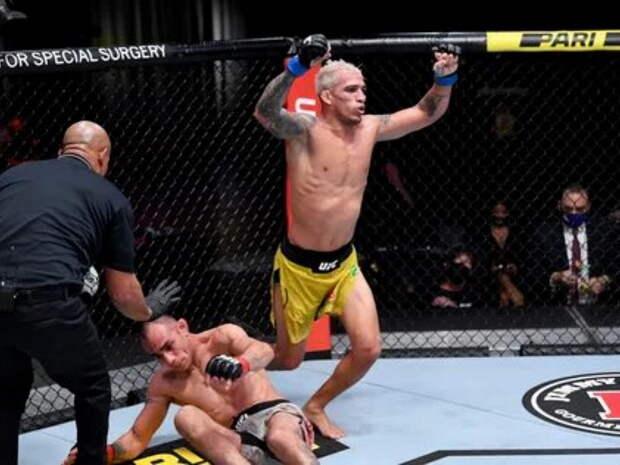 Оливейра нокаутировал Чендлера, завоевав вакантный чемпионский титул UFC после Нурмагомедова