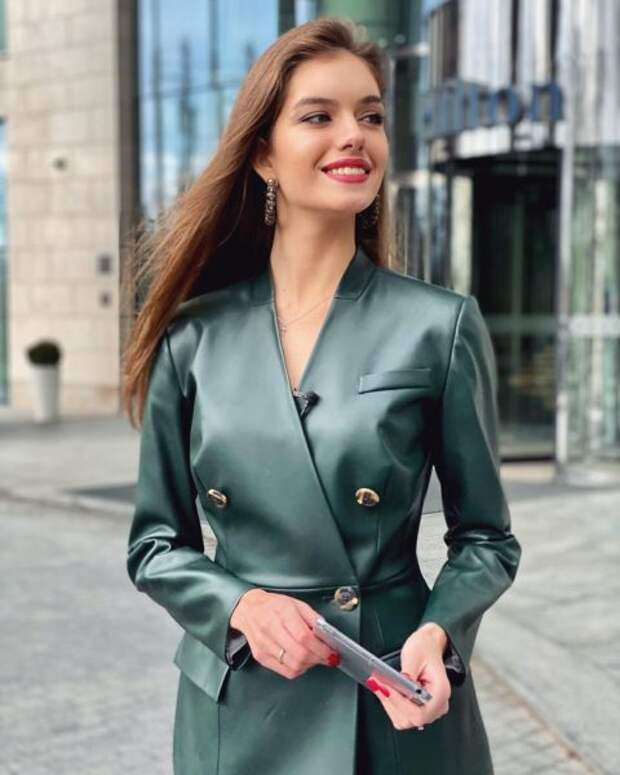 Лучшие наряды Александры Кучеренко