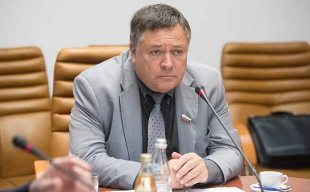 Кто виноват в бедности россиян? Ответ депутатов Госдумы РФ