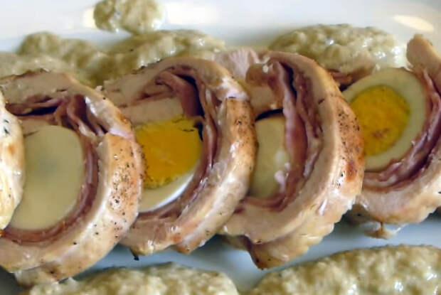 Куриный рулет с яйцом - простое и оригинальное блюдо