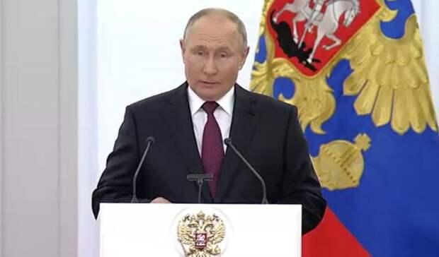 Путин поздравил жителей страны с Днем России