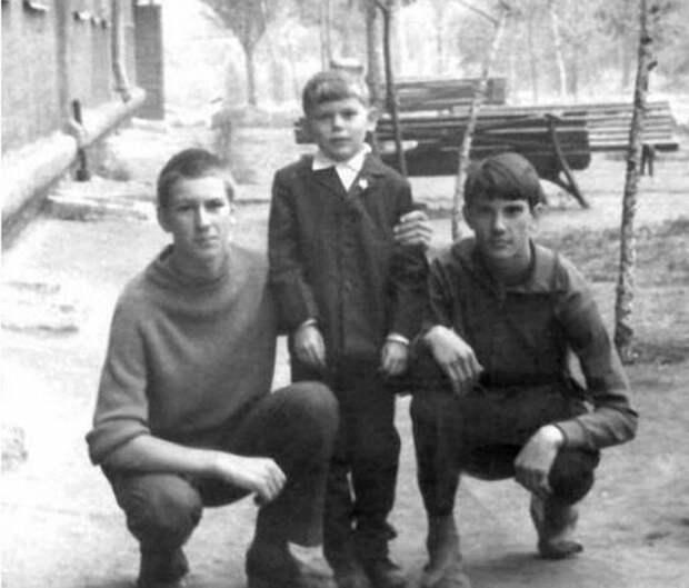 Знаменитости в кругу семьи. Фото из домашних архивов.  Русский рок