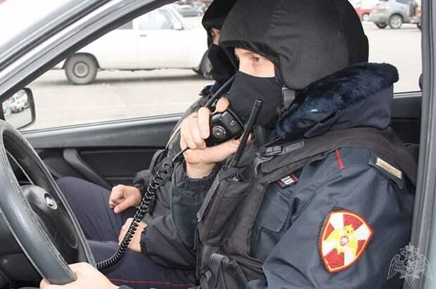 Три сотрудника Росгвардии пострадали на незаконной акции в Москве