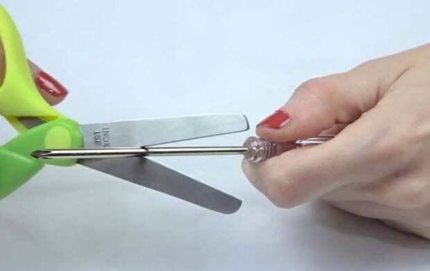 Для такого способа можно использовать иглу, булавку и даже тонкую отвертку / Фото: rti-poligran.ru