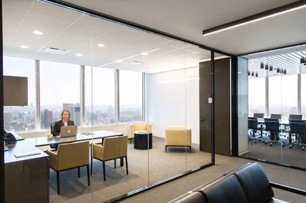 В интерьере офисных помещений лучше использовать светлые тона