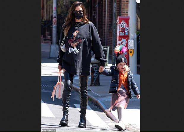 Супермодель Ирина Шейк прогулялась по Нью-Йорку без штанов и попала на фото