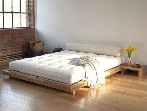 Оформить спальню в минималистическом настроении, что создаст прекрасную атмосферу.