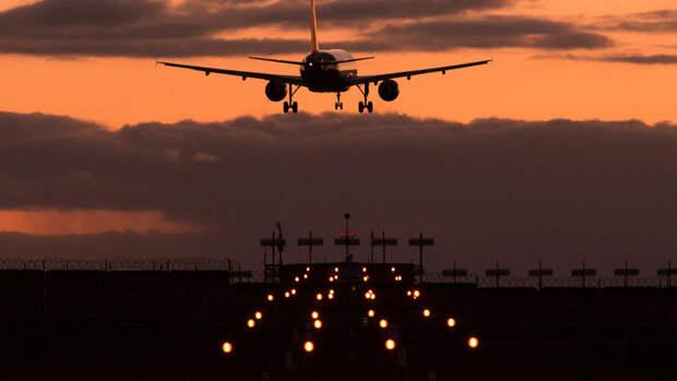Летевший из Челябинска в Симферополь самолет экстренно приземлился в Уфе