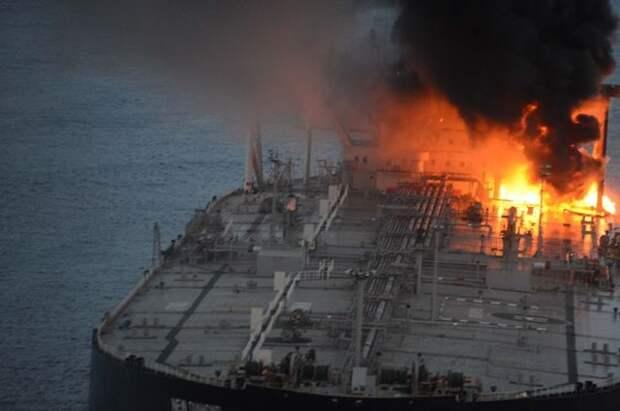 У побережья Сирии на нефтяном танкере произошел взрыв