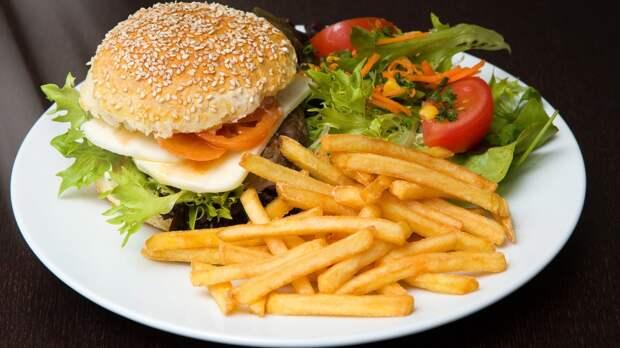 Россиянам назвали продукты, которые нужно исключить при высоком холестерине
