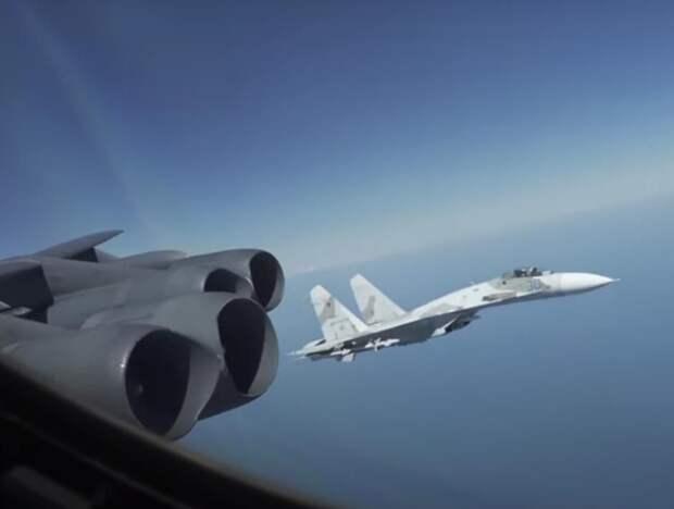 ВВС США напугал опасный перехват российских Су-27 американского B-52