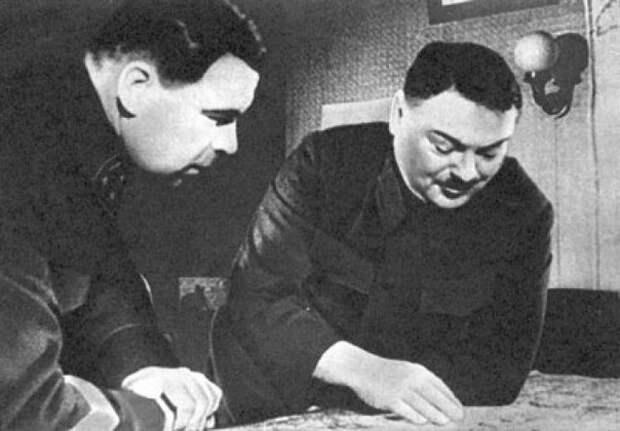 Руководители обороны Ленинграда — Л. А. Говоров и А. А. Жданов. 1942 г.