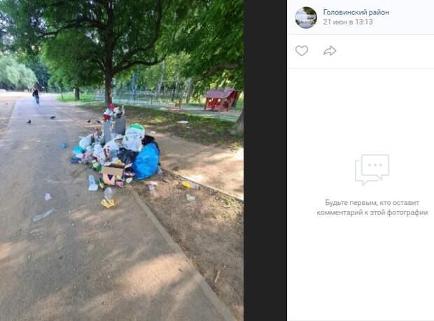 В парке у Головинских прудов привели в порядок урны