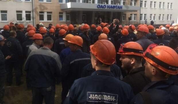 Работники белорусского НПЗ «Нафтан» пригрозили остановить технологический процесс вработающих цехах