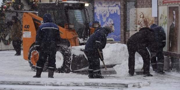 Пешеходную зону в Ватутинском переулке очистили от снега