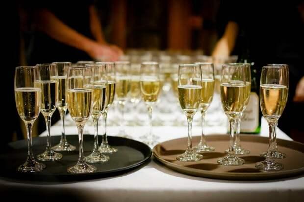 Moet Hennessy приостановит поставки шампанского в Россию