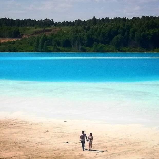Новосибирские Мальдивы: сеть заполонили снимки, сделанные на озере с ярко-голубой водой