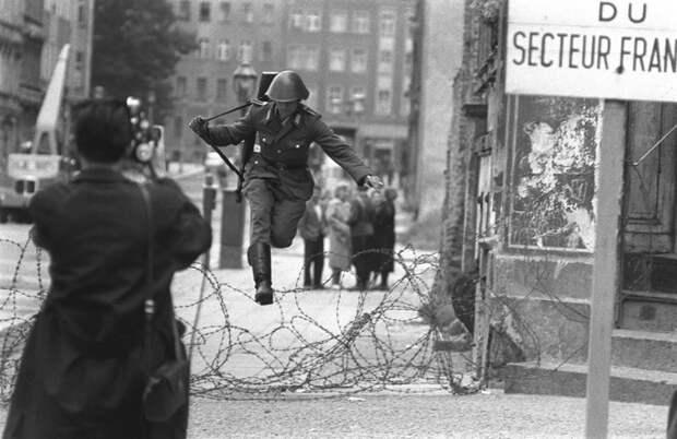 Самые знаменитые побеги в истории Берлинской стены