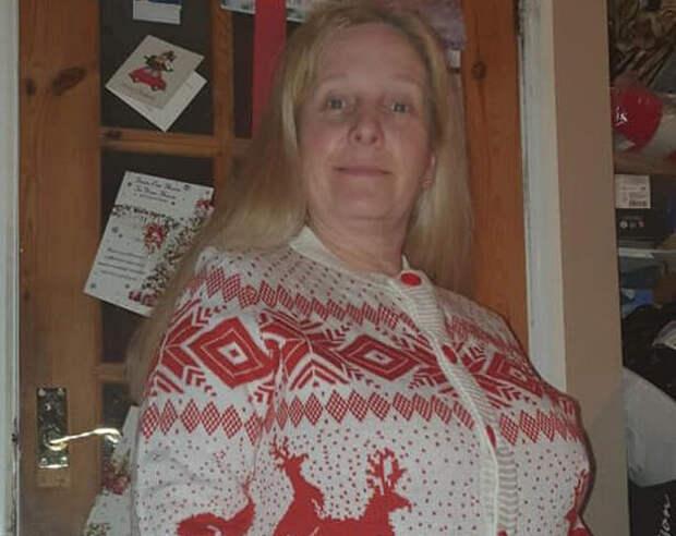 Британскую учительницу шокировал рождественский свитер с оленями
