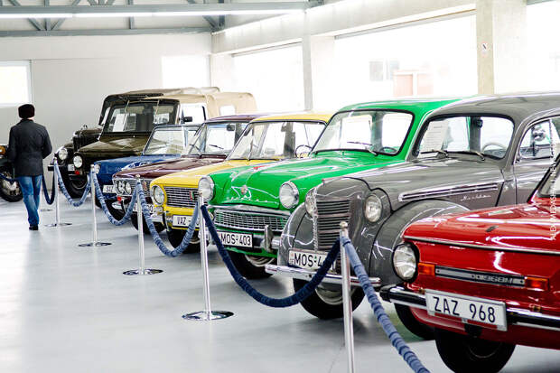 В Рязани открылся первый в России автосалон советских автомобилей