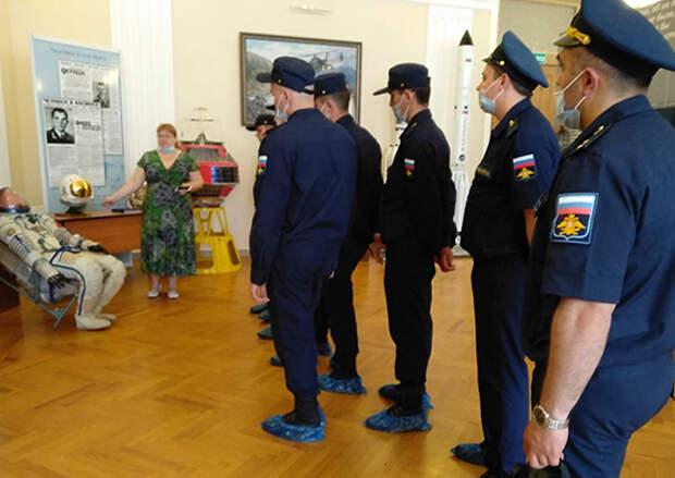Более 1 тыс. военнослужащих Ростовского гарнизона побывали на выставке Русского географического общества в Ростове-на-Дону