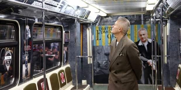 По «синей» линии метро поехал театральный поезд
