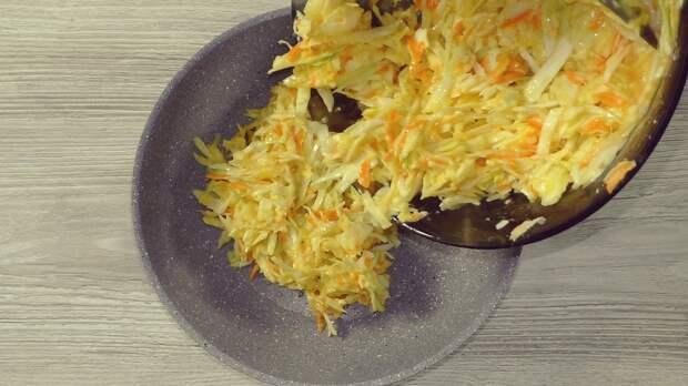 Простой рецепт капустной лепёшки: всё смешал и на сковороду, а вкус ни с чем не сравнить