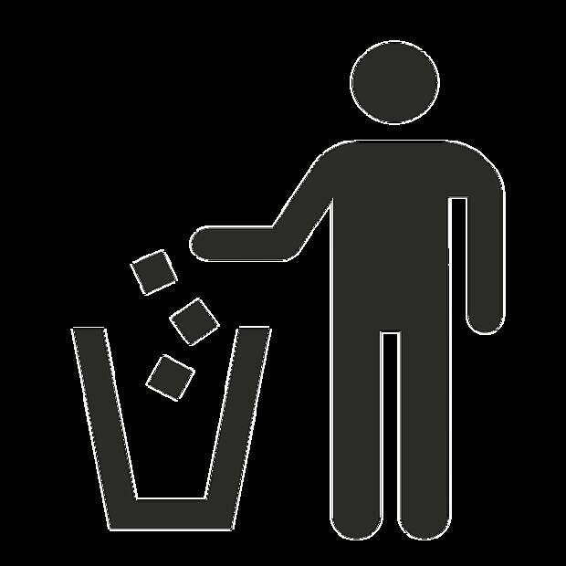 Газон возле дома на Пятницком шоссе очистили от мусора — Жилищник