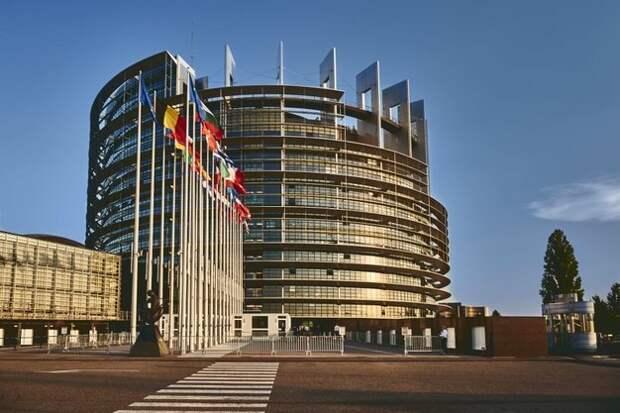 ЕС намерен активнее вмешиваться в дела России