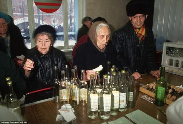 """Ушедшая в ИСТОРИЮ СТРАНА : """"Бутылочный бизнес"""" в СССР."""