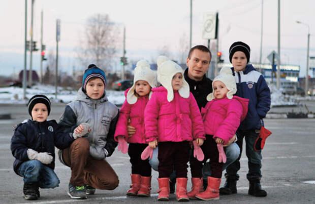 Антон Кудрявцев один воспитывает детей