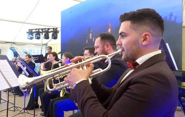 Российские артисты дали большой концерт в Сирии