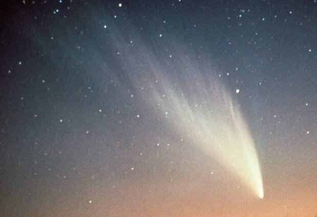Очевидцы отмечали, что свечение пролетавшего над землей космического тела было видно даже днем / Фото: cdn.fishki.net