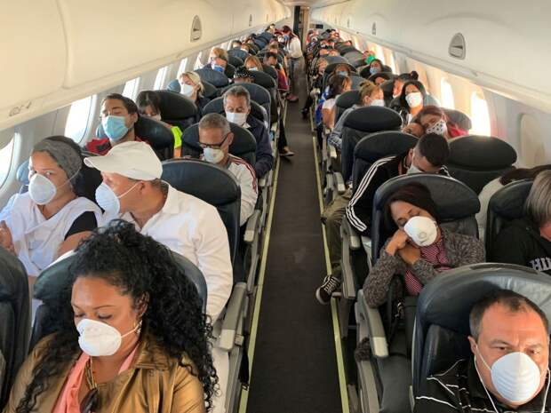 Упрямая противница масок на час задержала вылет самолета в Екатеринбурге